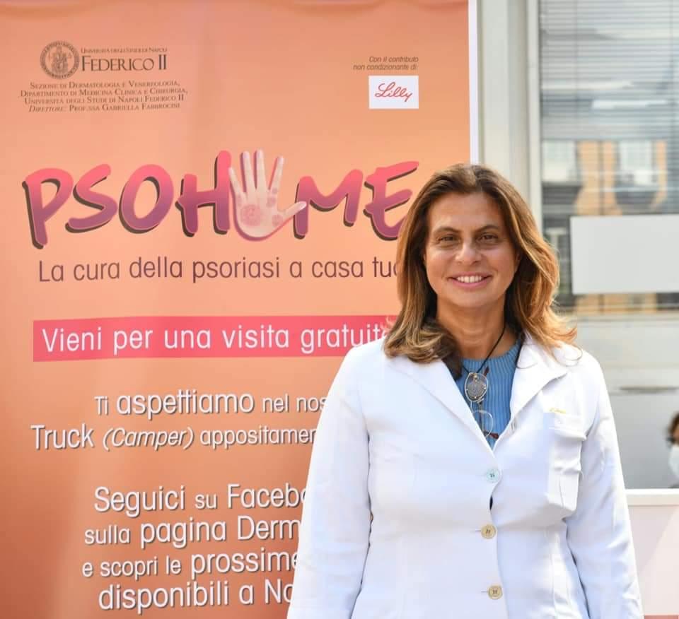 2020.7.12. La prof.ssa Fabbrocini in campo per le visite gratuite nelle piazze della città per i pazienti con psoriasi.